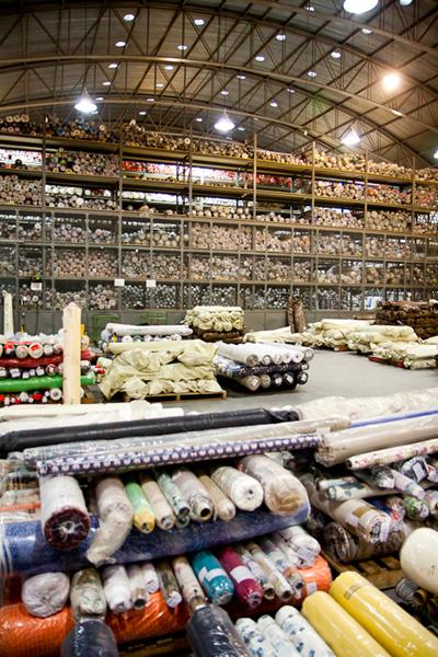 Veja como funciona uma fábrica de estamparia