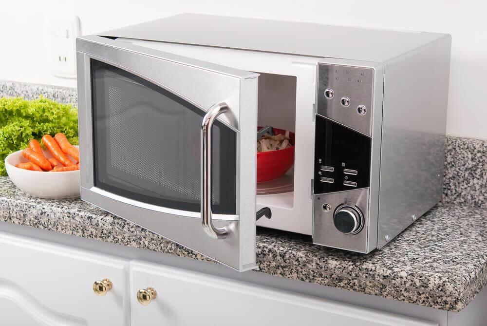 6 motivos para comprar um microondas para sua casa